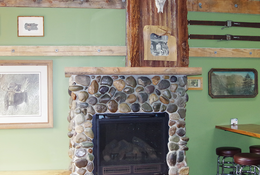 Peaks-and-Pints-Events-Room-fireplace