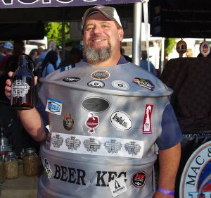 Mike-Besser-opens-BrewDads-of-Bonney-Lake