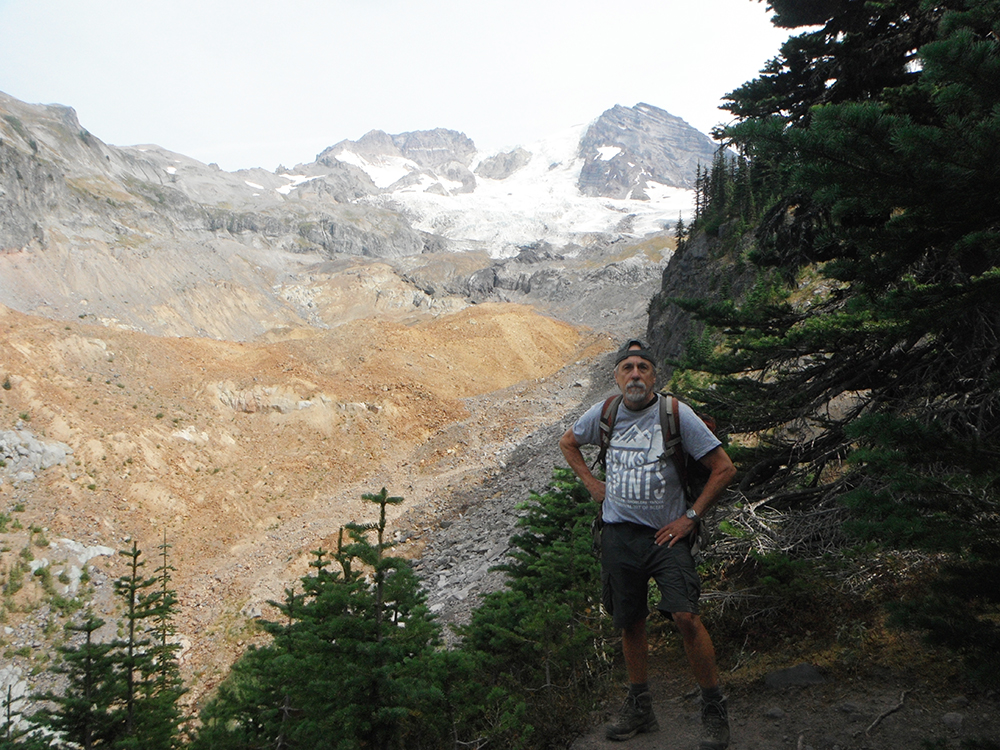 Hiking-Emerald-Ridge-Trail-Mount-Rainier-Tahoma-Glacier