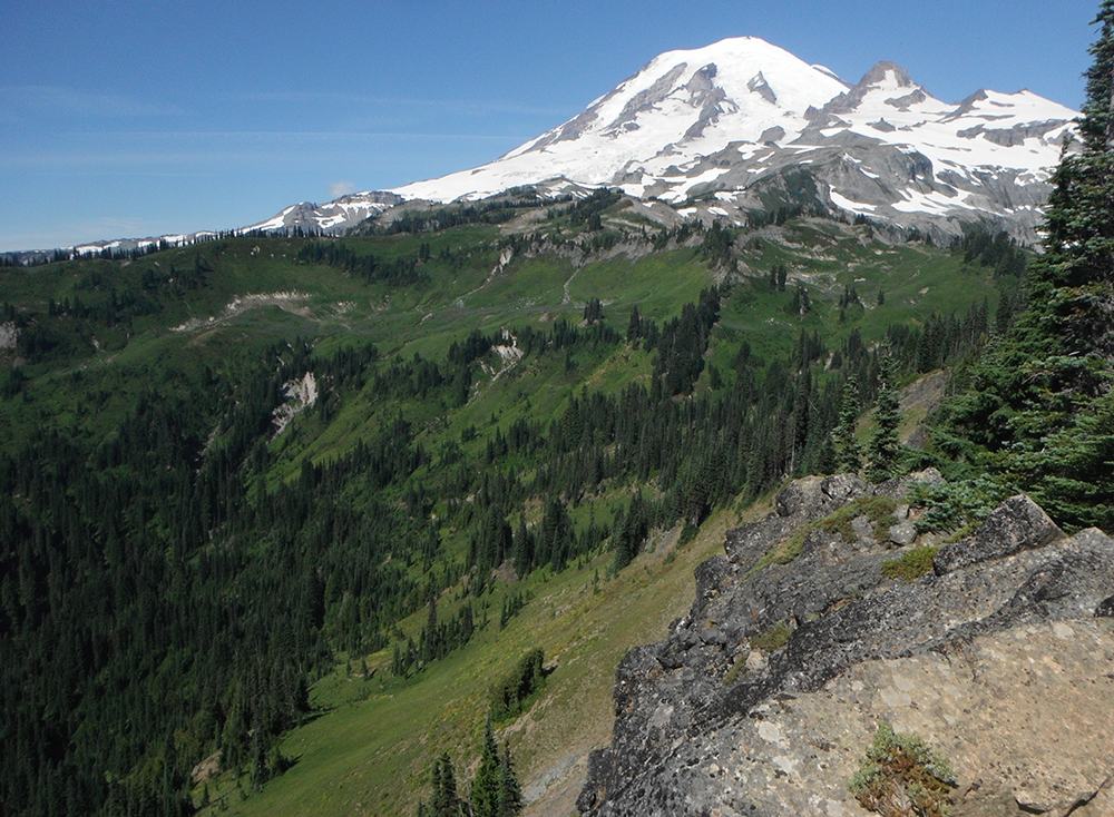 Hiking-Indian-Bar-Trail-Mountain-Rainier